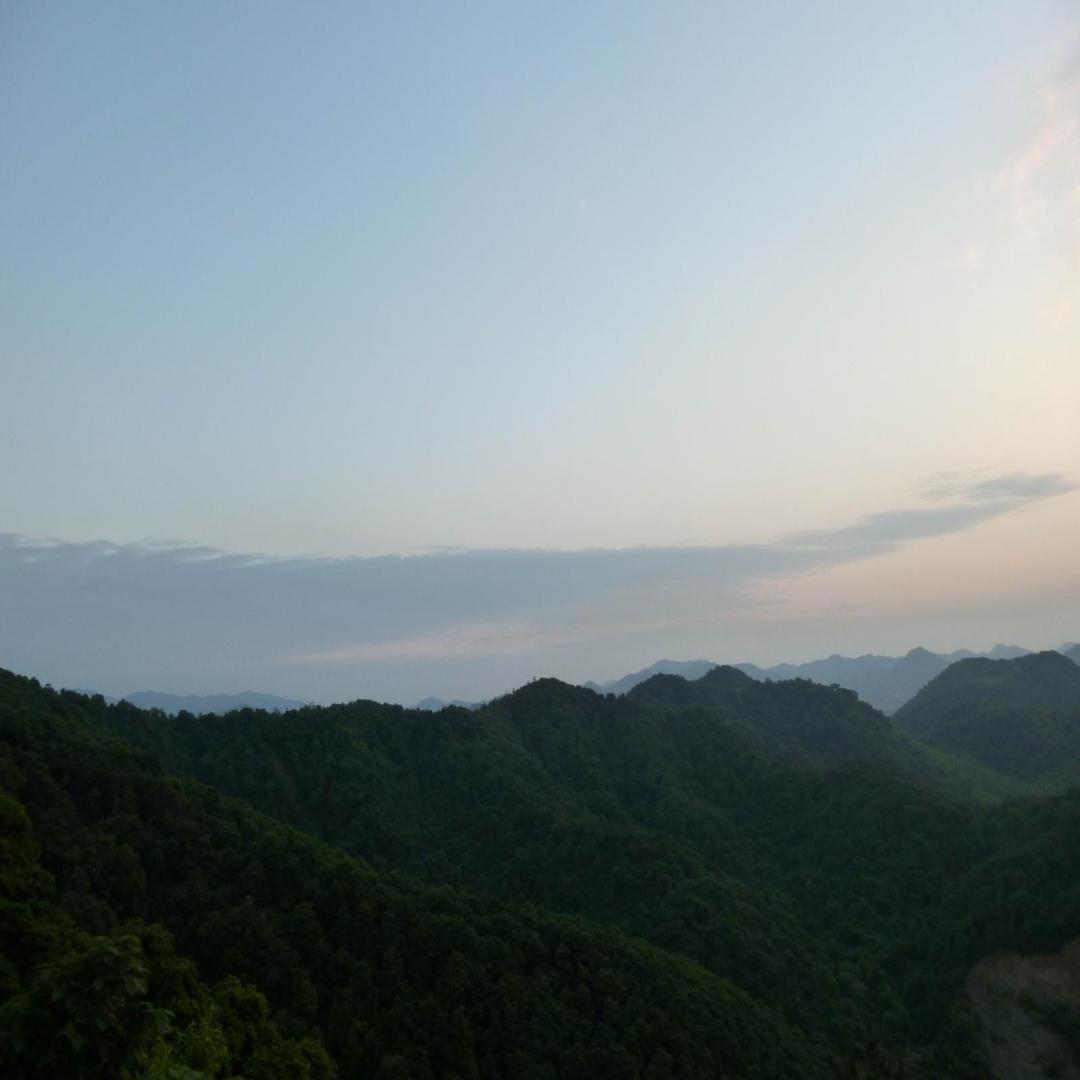 延綿的群山